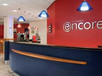 Ресепшен апарт-отеля Ramada Encore
